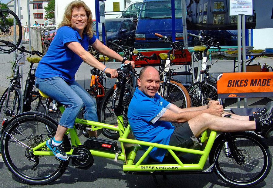 3kf19Kuechlers-auf-Lastenrad-Fahrrad-Kuechler
